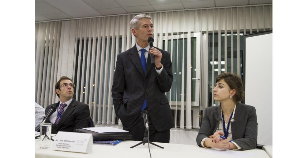 Ted Whiteside u posjeti NATO simulaciji za mlade